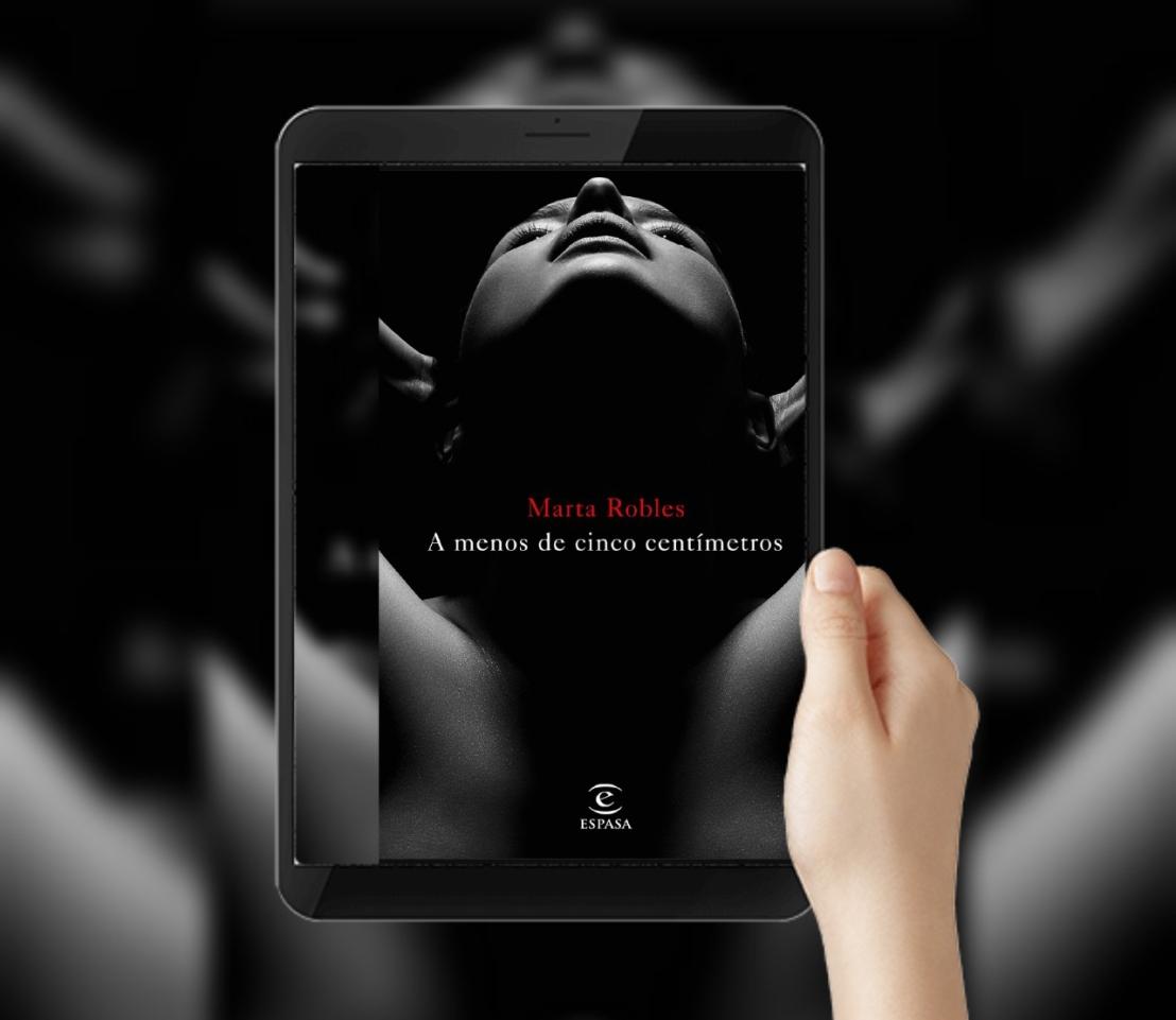 novela negra a menos de cinco centímetros Marta Robles periodista thriller